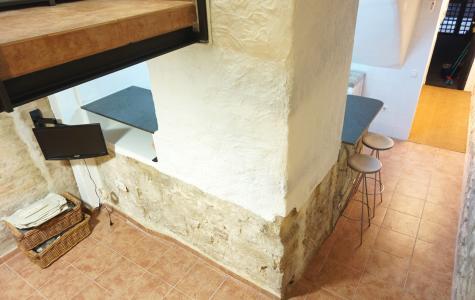 Estudio en alquiler barcelona ciutat vella vigatans esquirol for Alojamiento estancia 25m2