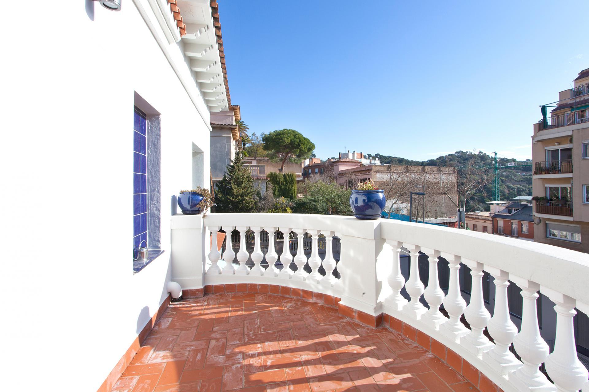 Casa en alquiler barcelona gr cia pg mare de d u del coll for Alquiler casa jardin barcelona