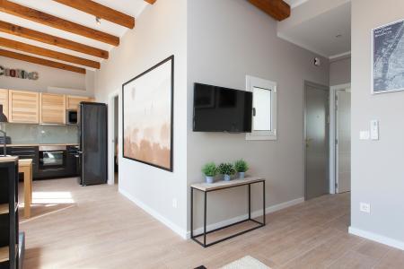 Luminoso piso de alquiler mensual con 2 habitaciones