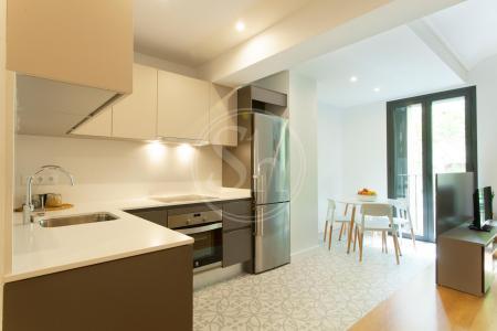 Luminoso appartamento in affitto in via Consell de Cent