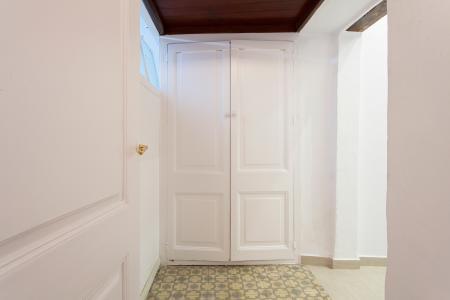 Appartement te huur in Barcelona Ample - Avinyó (wi-fi Soon)