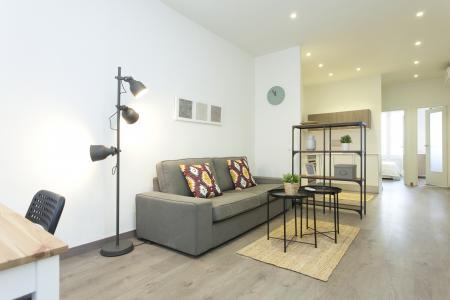 Moderno piso de alquiler con balcón en exclusivo barrio