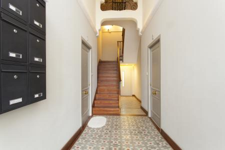 Magnificently designed duplex flat with terrace to rent in Eixample