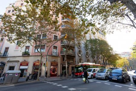 Excellent 90m2 flat with balcony for rent in Eixample