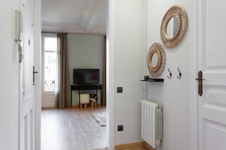 Spazioso appartamento in affitto in via Entença
