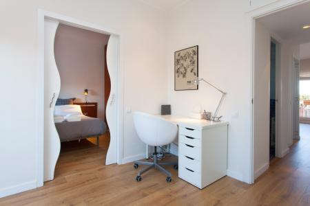 Charming penthouse with terrace and balcony available to rent in Eixample