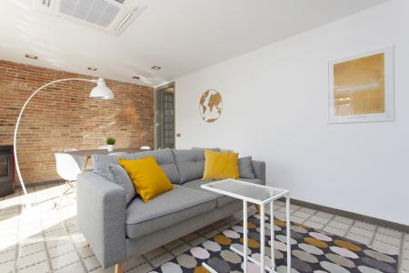 Bonito apartamento de aluguel mensal na R/ Calabria com Sepulveda