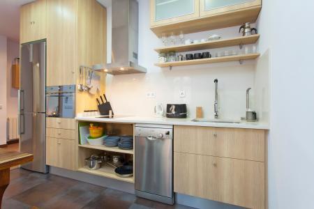 Aluga-se apartamento com varanda na Rua Valencia