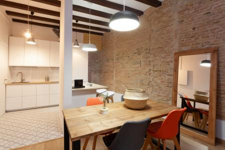Beautiful flat for rent with study and balcony in El Raval