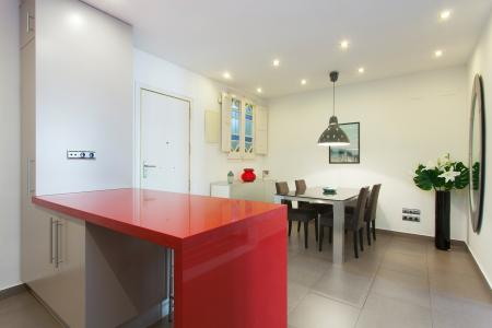 Modern 65m2 flat with 2 balconies to rent in Eixample