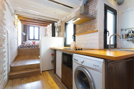 Modern beautifully designed studio flat to rent in the Gothic Quarter