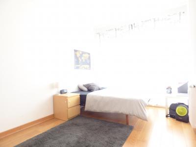 Piso luminoso de alquiler en Avenida América con tres habitaciones dobles