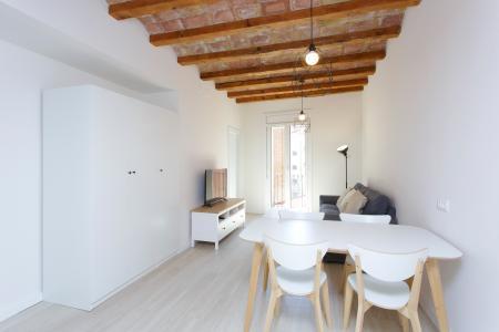 Acolhedor apartamento para alugar na r/ Roser