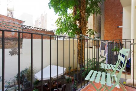 Furnished flat for rent for periods of up to 12 months in Gracia