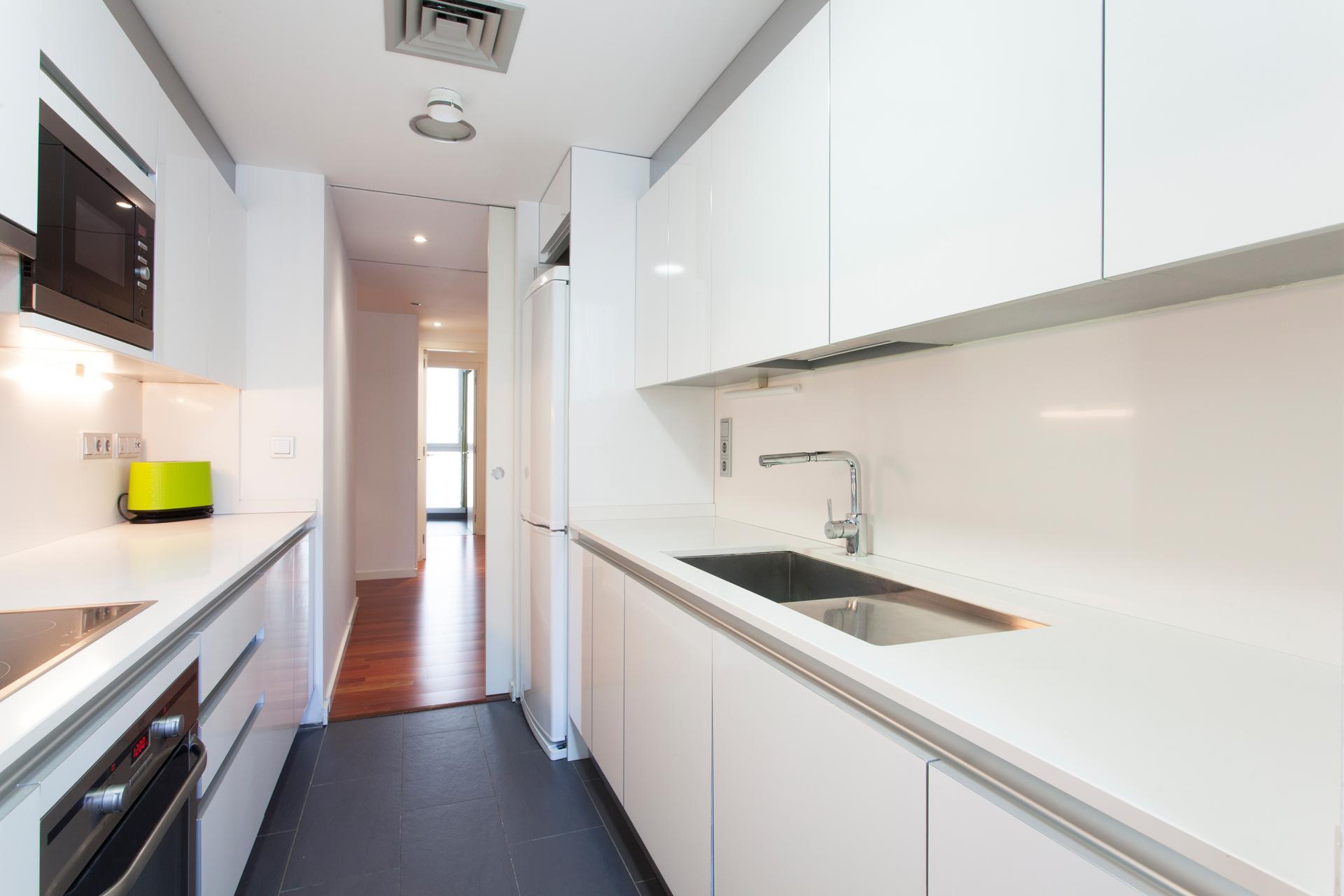 Shbarcelona modern family apartment born barcelona - Pis proteccio oficial barcelona ...