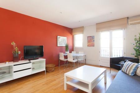 Apartamento com varanda de aluguel mensal na Rua do Carme