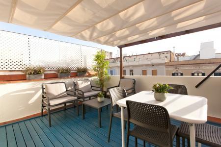 Acogedor ático con terraza de alquiler en calle Marina - Aragó