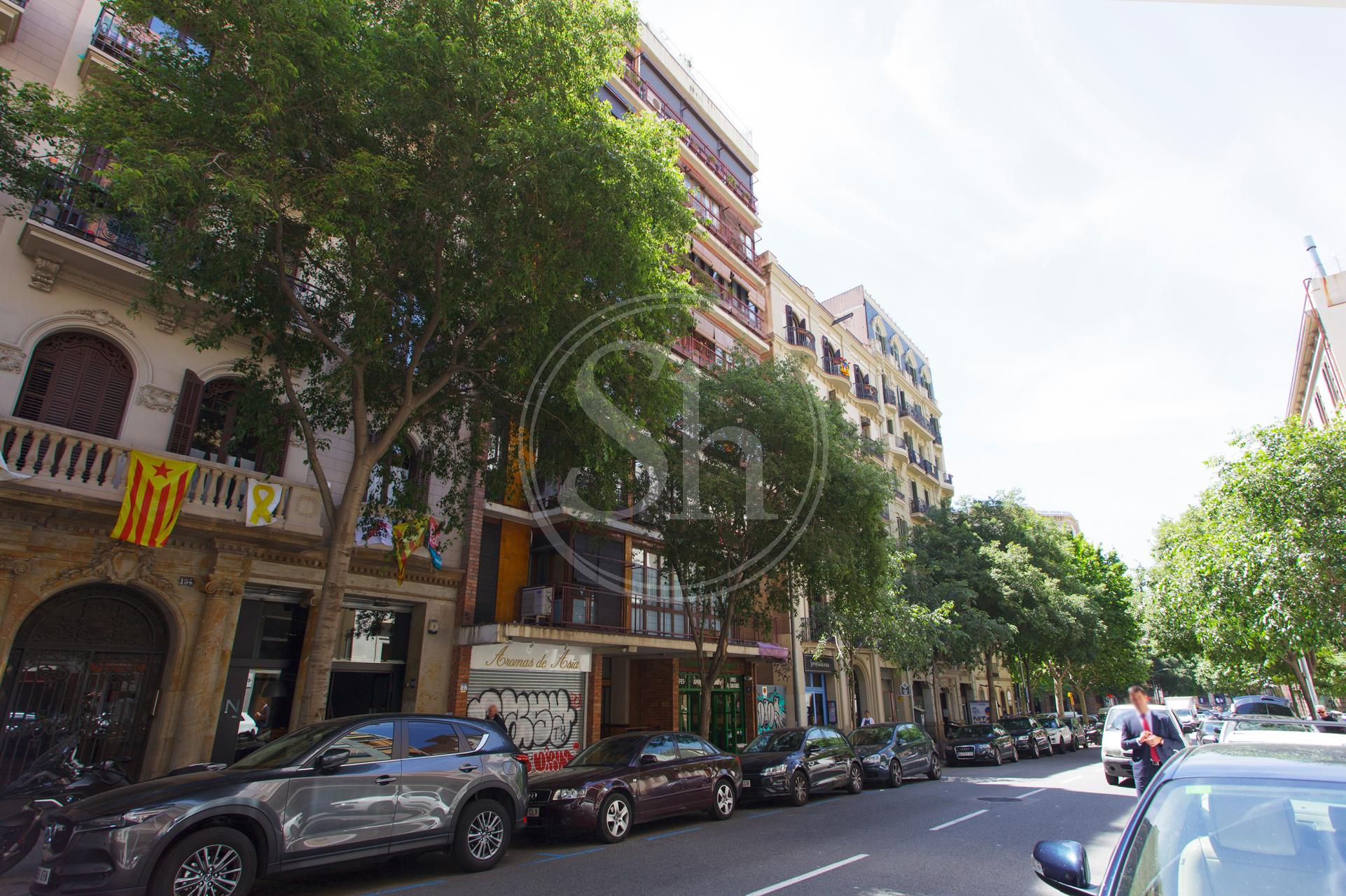 Spectacular penthouse in the Eixample at Carrer del Ross with Aribau