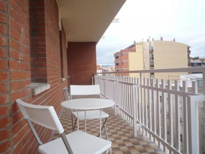 Piso con balcón de alquiler mensual en c/ Mallorca