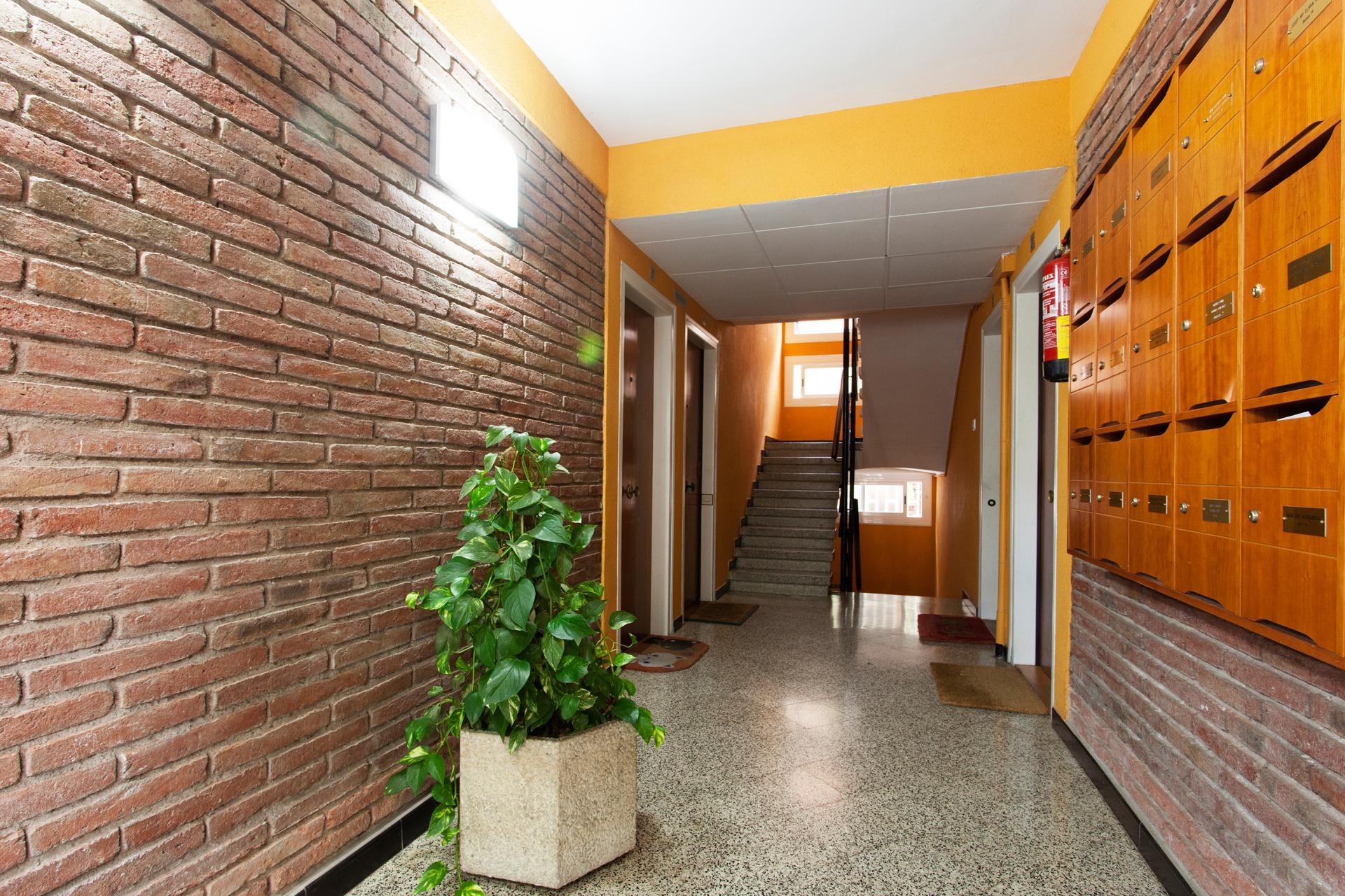 Piso en alquiler barcelona horta guinard paseo font d 39 en for Alojamiento estancia 25m2