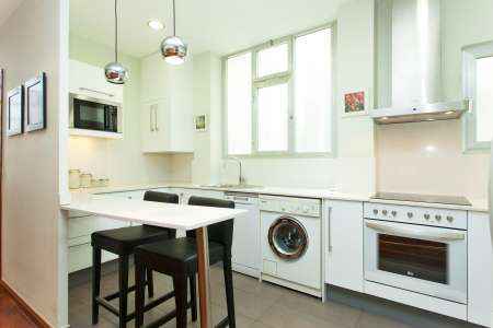 FLAT FOR RENT WITH A BALCONY IN SARRIÀ DISTRICT
