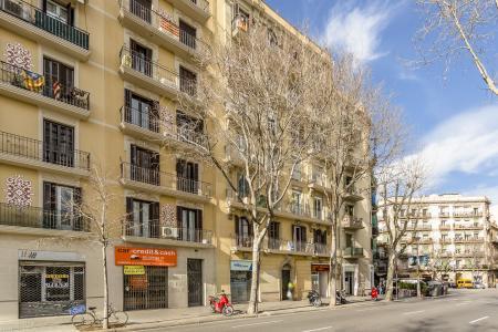 Piso de alquiler en c/ Aragó con Vilamarí