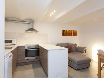 Appartamento in Affitto a breve termine a Barcelona Villarroel - Valencia