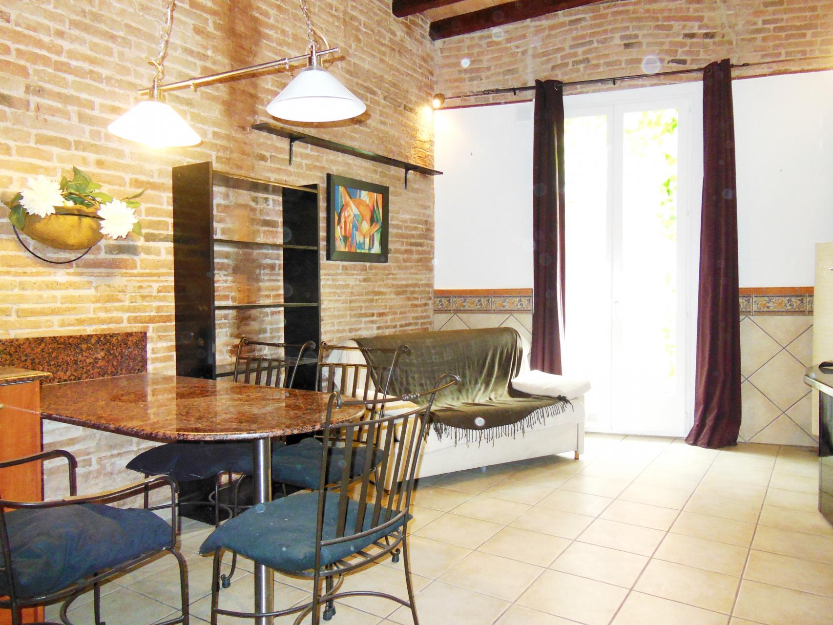 appartement meubl en location longue dur e. Black Bedroom Furniture Sets. Home Design Ideas