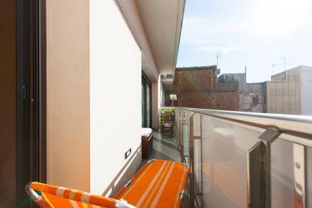 Appartamento con gran balcone in affitto in via Sardenya