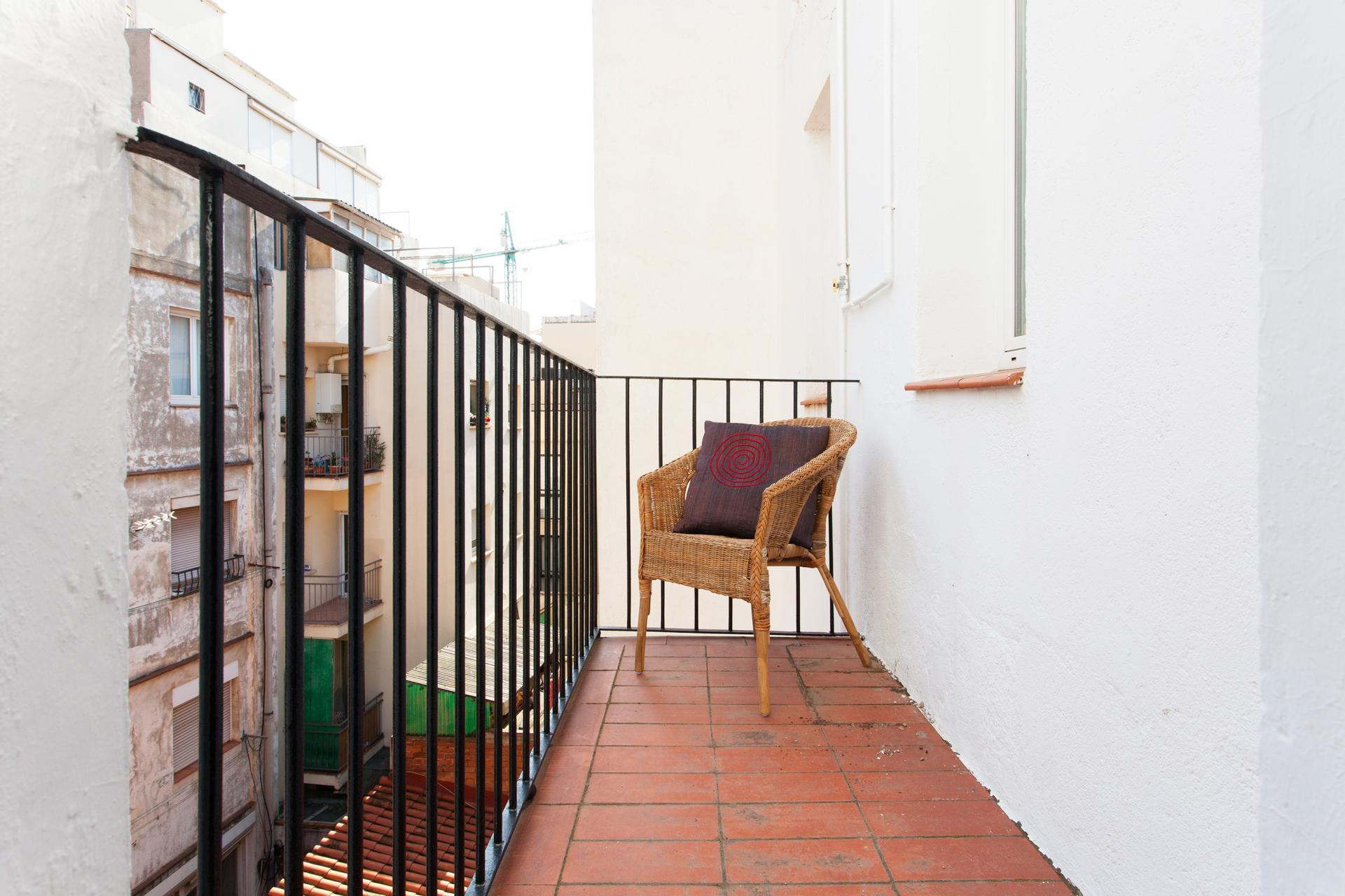 Piso barcelona sants montju c passatge del bar de gri for Alquiler de pisos por dias