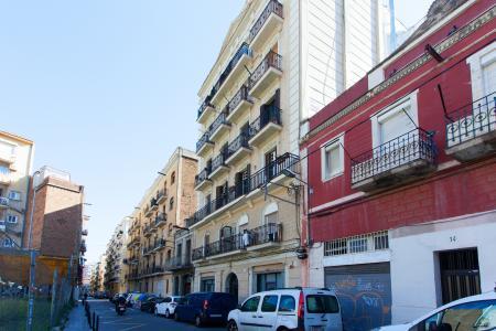 Piso con terraza en alquiler en Sants