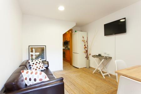 Appartamento con terrazza in affitto in via Rosselló