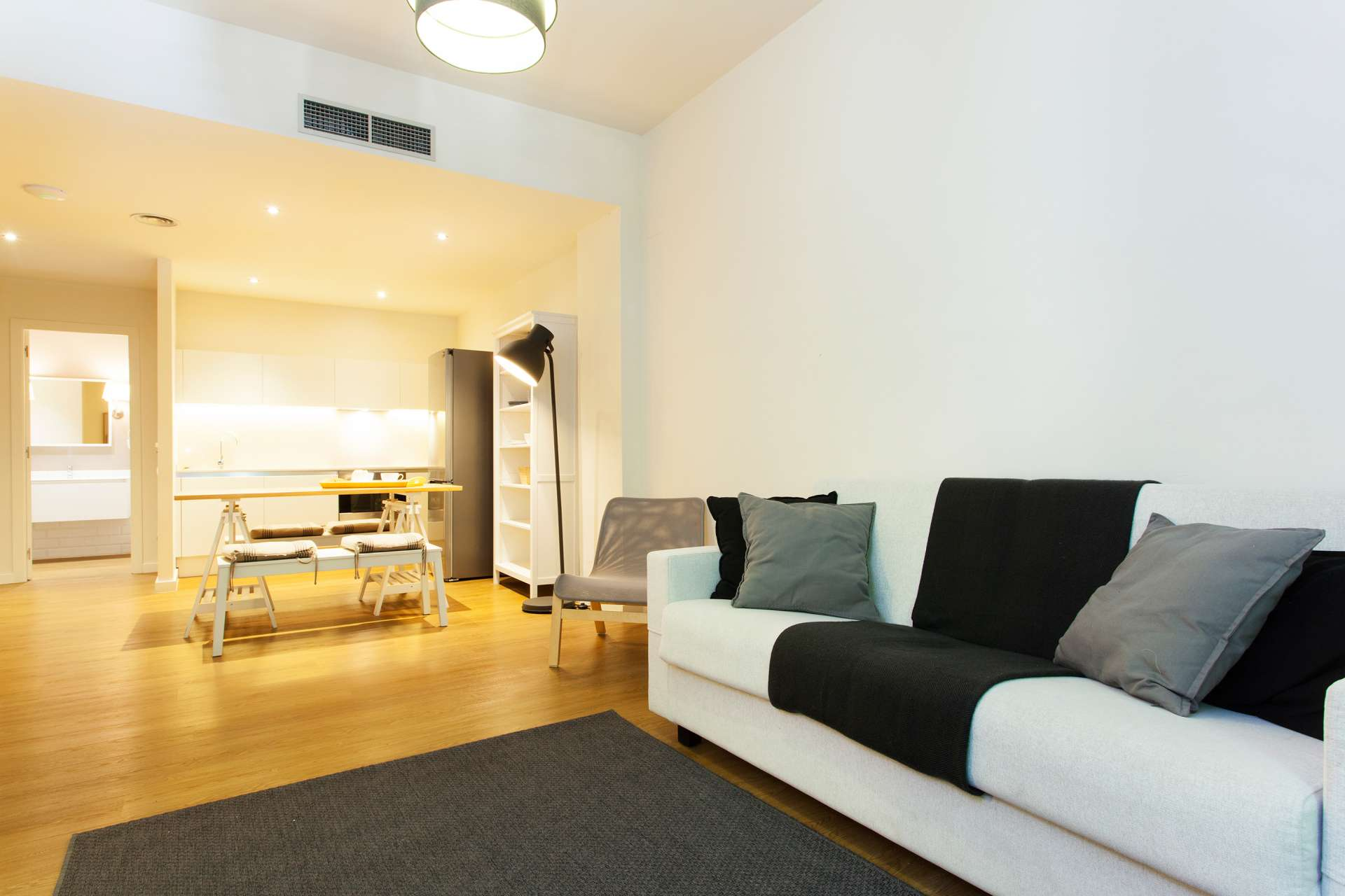 Refurbished & furnished temporary stay flat in Sant Antoni Eixample
