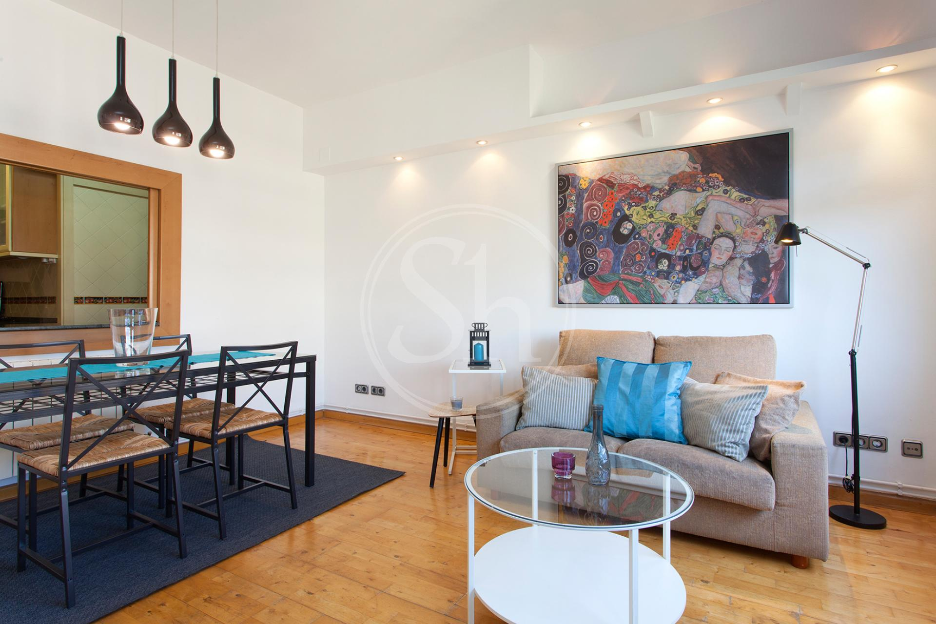 Grande appartamento in affitto in via Rosselló con Girona