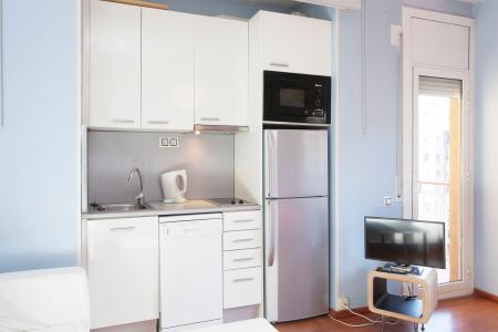 Friendly studio for rent with balcony close to the Camp Nou stadium