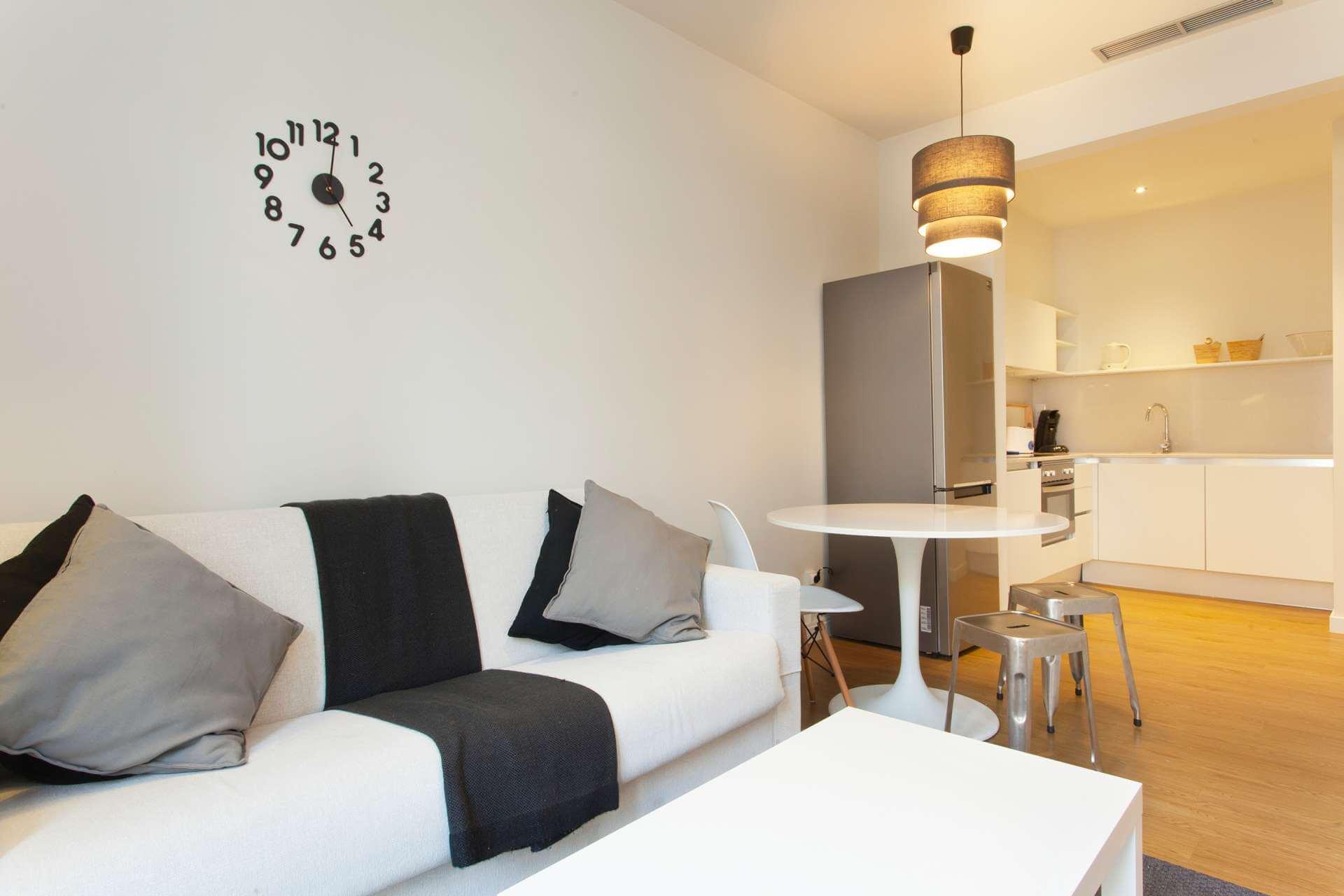 Loft amueblado de alquiler mensual en carrer Villarroel de Sant Antoni