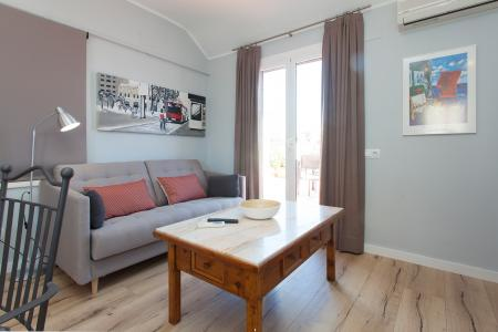 Excellent penthouse for rent with nice terrace in Eixample izquierdo