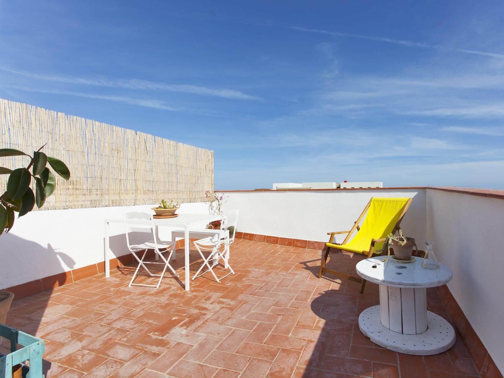 Piso tur stico con terraza en el poblenou shbarcelona - Piso turistico barcelona ...