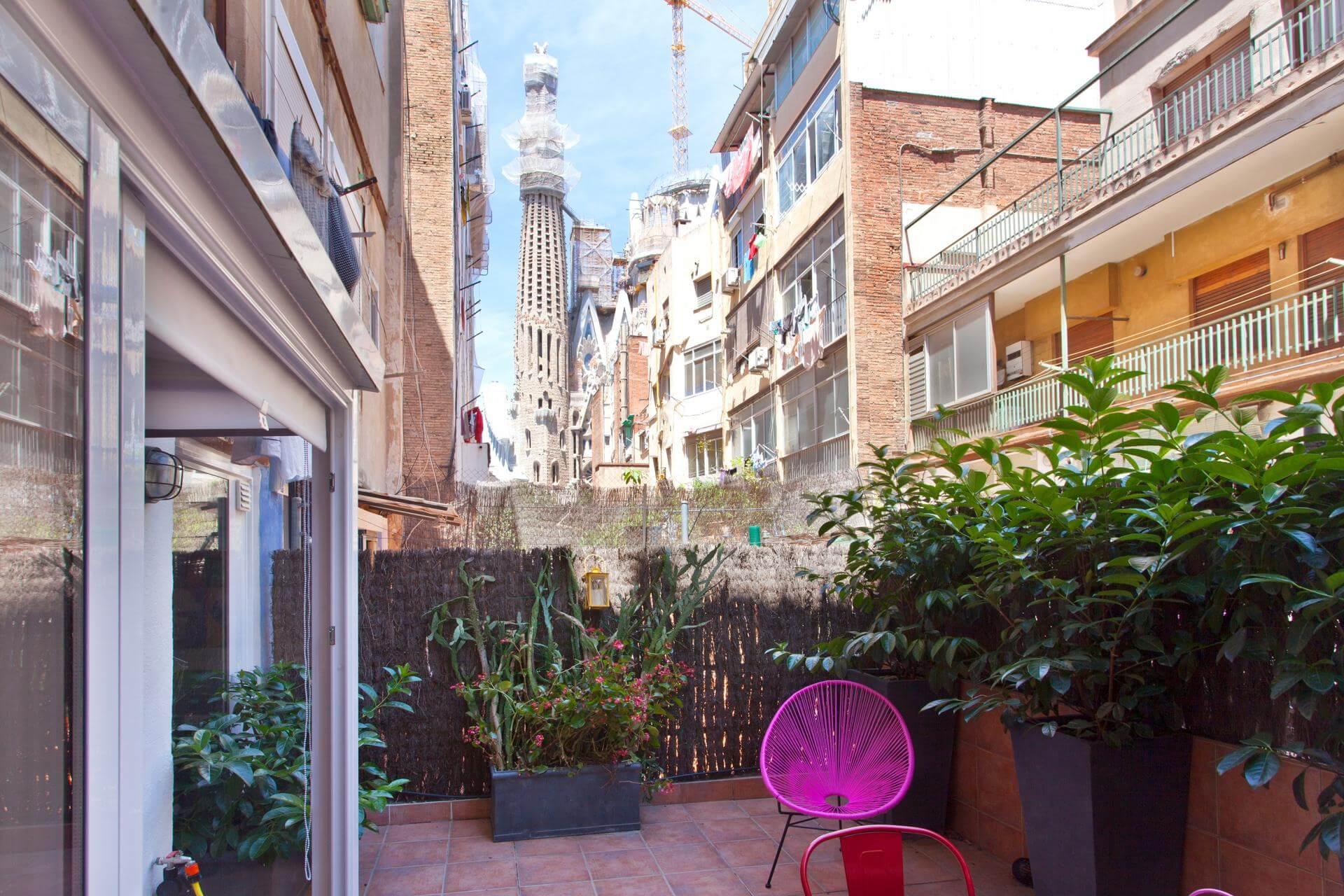Com vistas a Sagrada Família de sua varanda