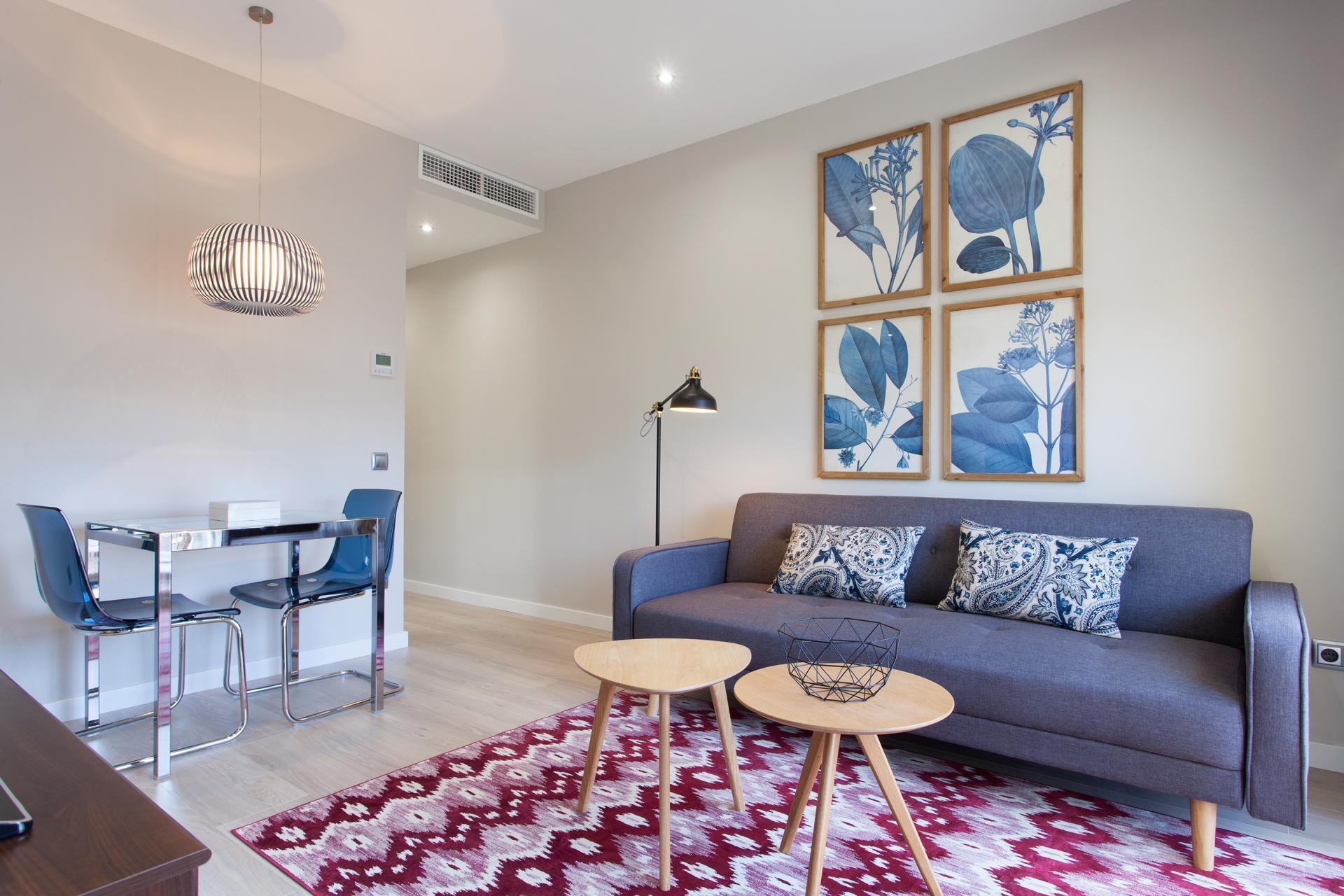 Shbarcelona piso renovado de alquiler en napols eixample for Pisos de alquiler