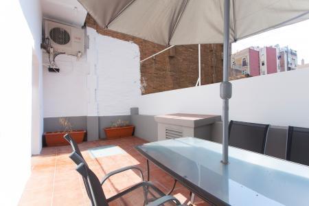 Apartamento com varanda para temporadas na R/ Enamorats