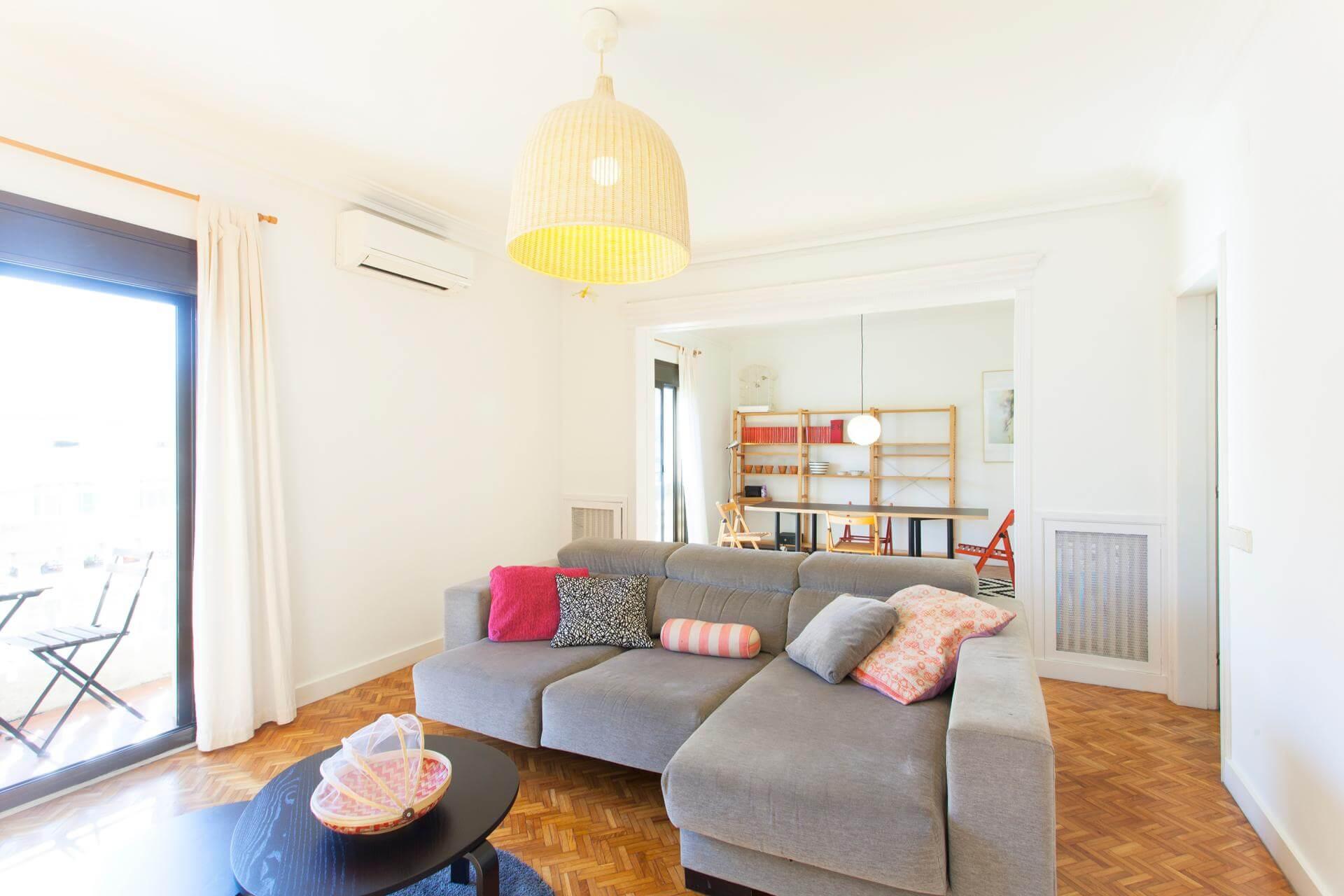 shbarcelona piso en alquiler con vistas a sagrada familia. Black Bedroom Furniture Sets. Home Design Ideas