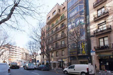 Piso recién reformado y amueblado en carrer Villarroel-Tamarit