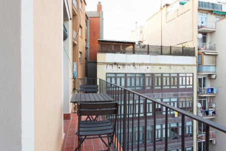 Three bedroom flat for rent with 50m2 terrace in l'Eixample