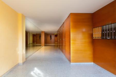 Espacioso apartamento en calle Roselló con Entença