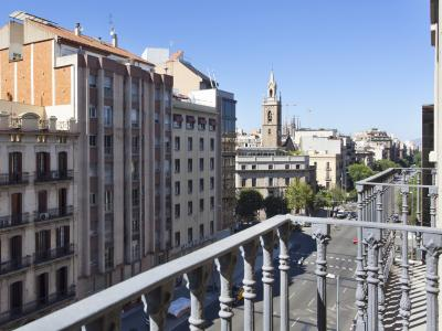 Impeccable flat to rent with balcony in Eixample