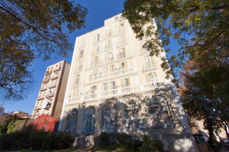 Apartamento localizado entre a Av. Diagonal e rua Aragón