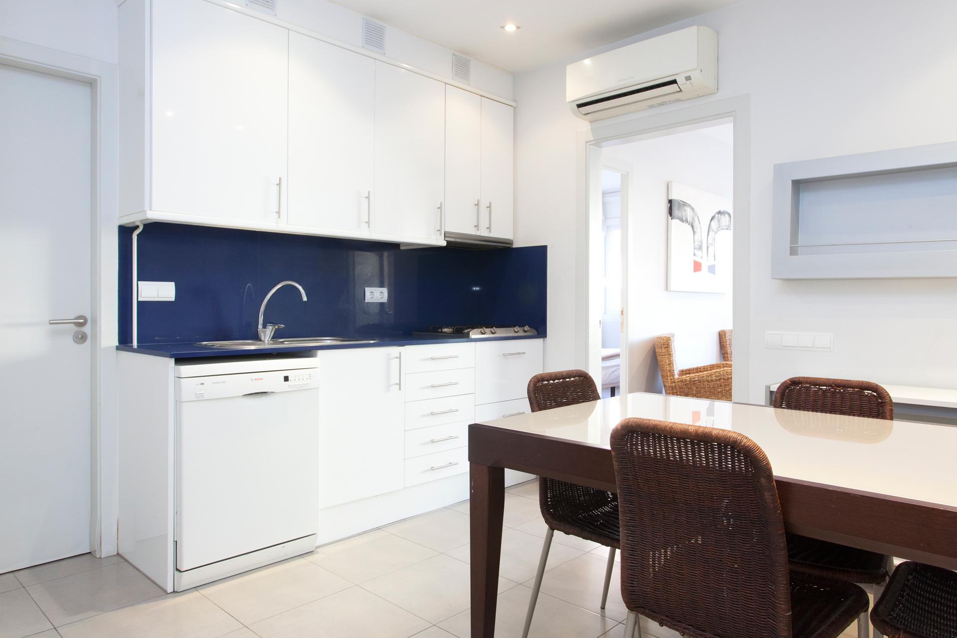 Shbarcelona rent a flat with terrace sarria calvet street for Kitchen gadgets barcelona