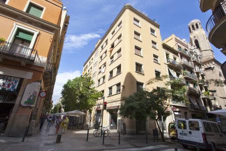 Apartamento totalmente reformado na Rua Blai