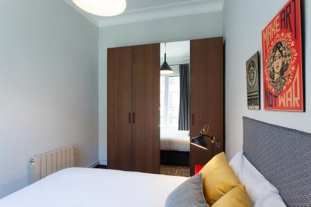 Alquiler piso en calle Corsega con Roger De Lluria